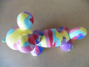 Chiens ballons multicolores dominante violet