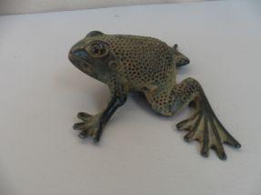 Les grenouilles en bronze patine médaille