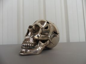 Crâne perforé en bronze argenté